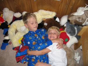 Kids cuddling © Heather Bosch Media